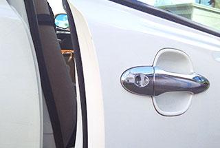 車の鍵の閉じ込め・鍵を開ける