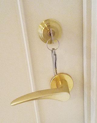 室内ドアの鍵の取り付け