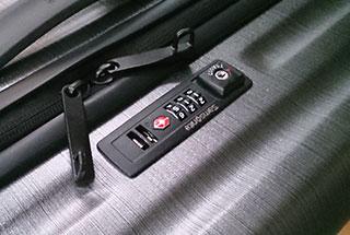 スーツケースのダイヤルロックを開ける